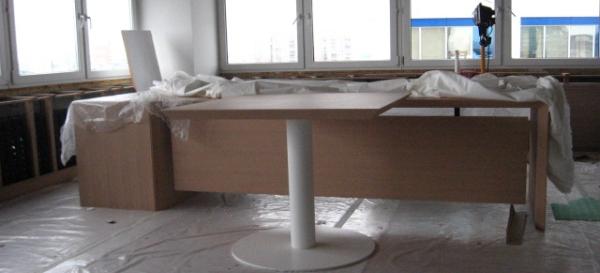 собранный итальянский офисный стол