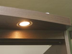 установка подсветки в шкаф