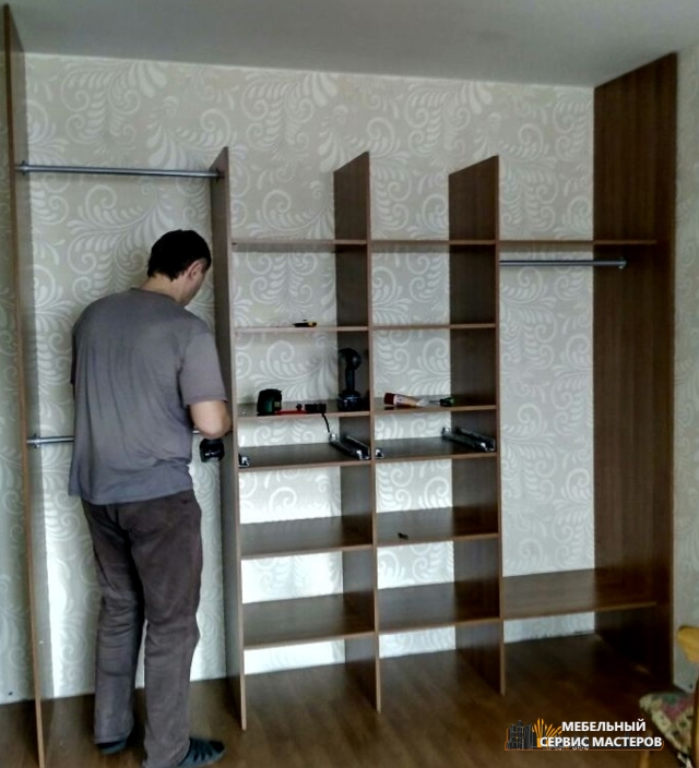 монтаж встроенного шкафа купе