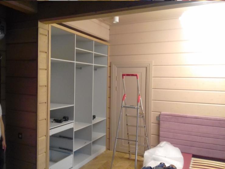 шкаф в нишу комнаты
