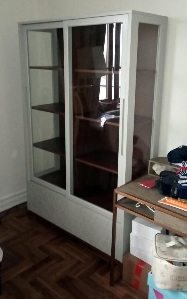 Высокая витрина серый шёлк